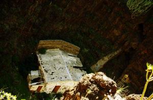 Ruinen in den Felsen