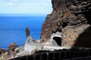Straßentunnel auf der Straße nach Buenavista del Norte