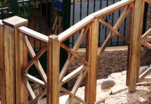 Schlupfloch im Zaun