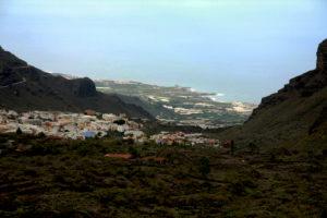 Blick vom Pass auf die Küste