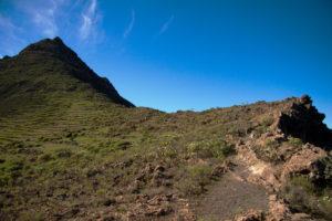 Weg vom Roque Imoque zum Sattel mit Blick auf den Roque de los Brezos
