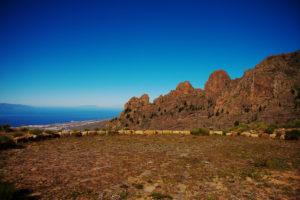 Dreschplatz mit Blick auf die Felsen vor dem Roque de los Brezos