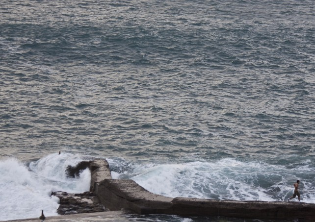 riskante Mutproben vor den Wellen