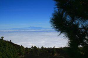 Der Teide auf der Nachbarinsel Teneriffa ist in der Ferne zu sehen