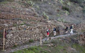 der Wanderweg führt auf gut angelegten Wegen bergan