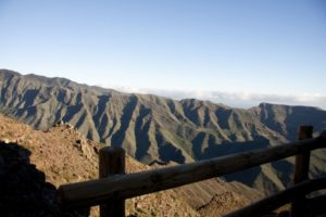 Blick auf die Bergkämme, auf denen uns die Rundtour entlang führen wird