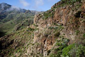 schmale Pfade führen an den Ruinen von Tacalcuse vorbei