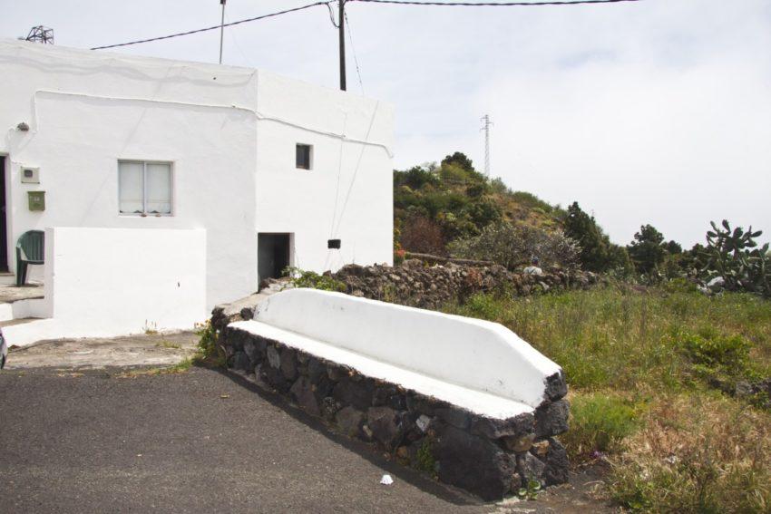 Las Casas - hinter der Bank beginnt der Camino