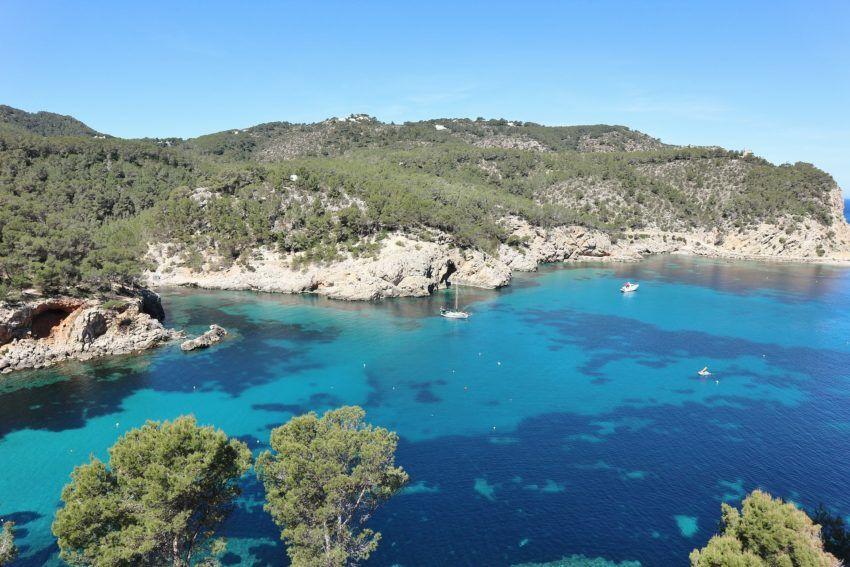 Ibizas Küstenlandschaft
