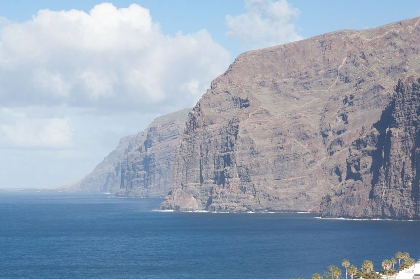 cliffs-571353_1280