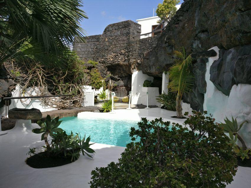 Pool in der Fundación César Manrique.