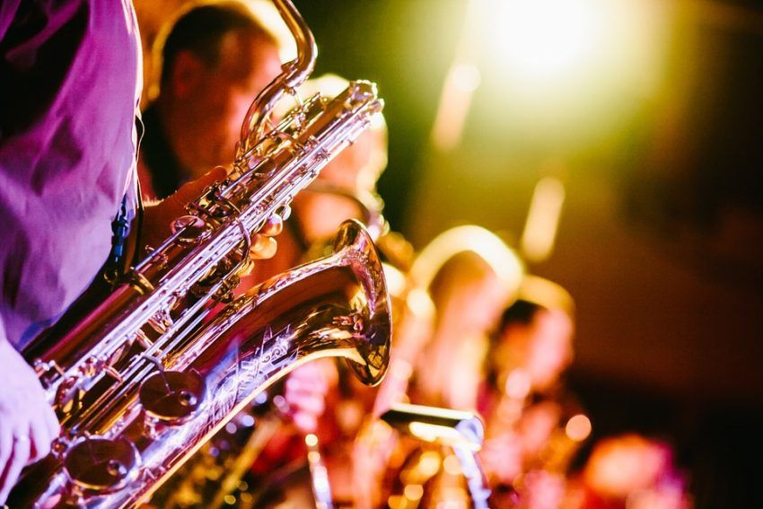 Saxophonspieler während eine Musik Events