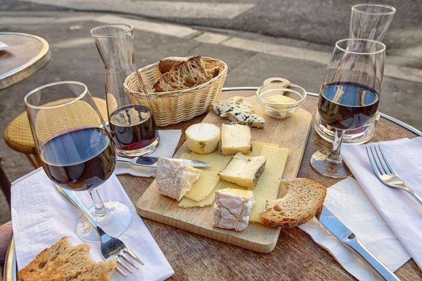 Wein, Brot und Käse