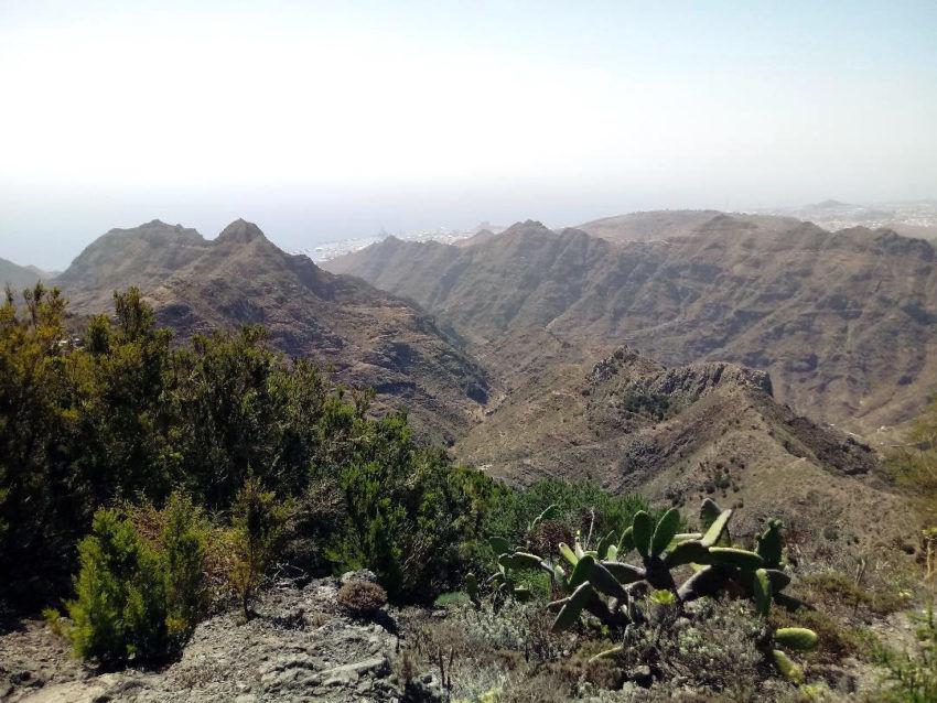 Blick über die Berge nach Santa Cruz