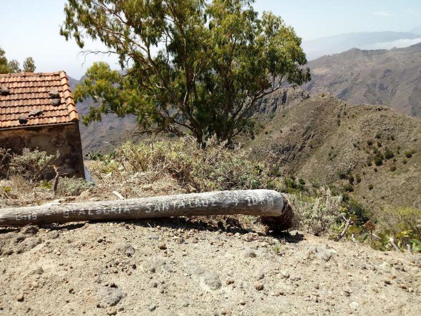 Wegschild für die Wanderung Richtung Santa Cruz