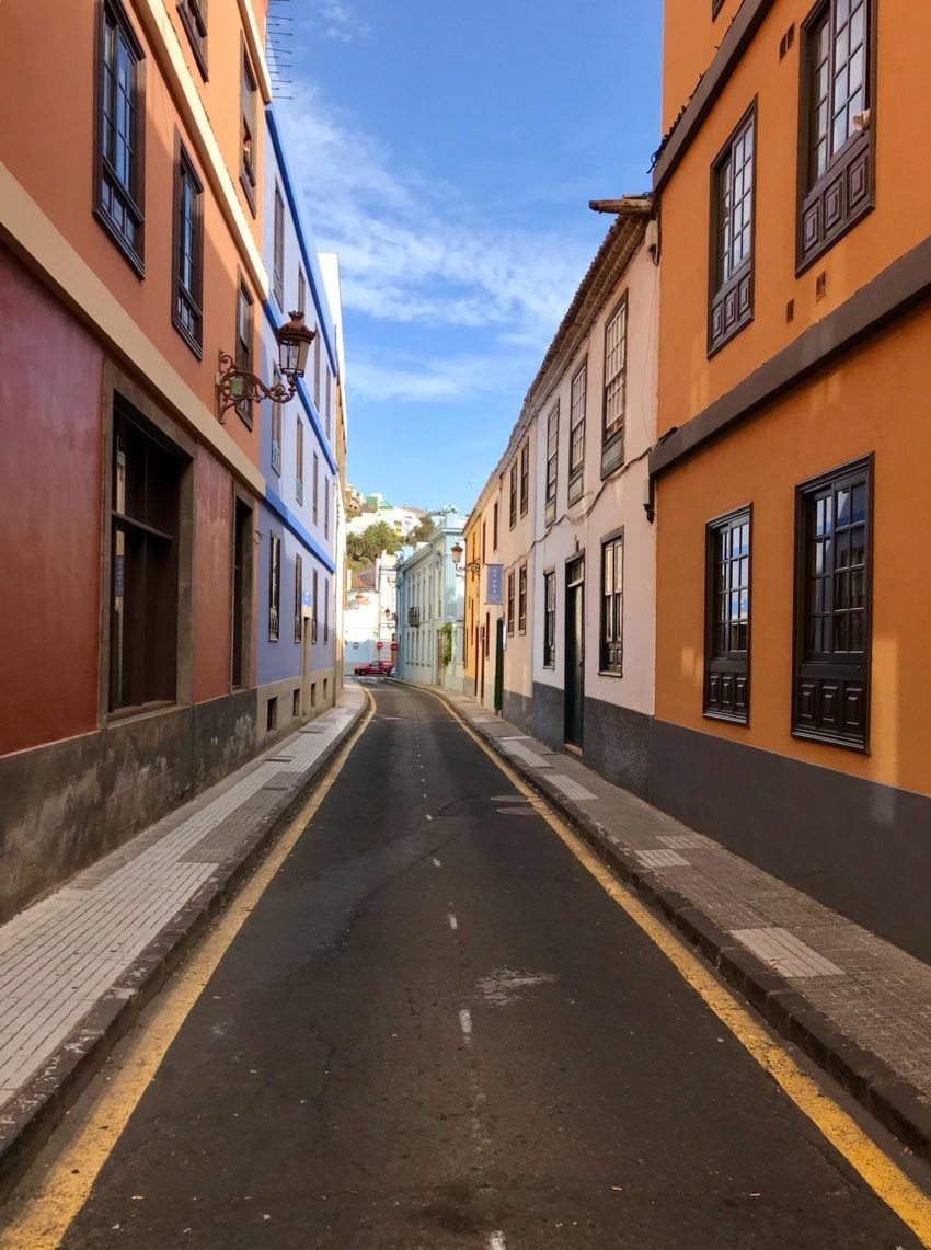Farbenfrohe Häuserfassaden in La Laguna