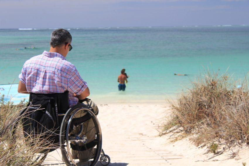 Strand mit Rollstuhlrampe