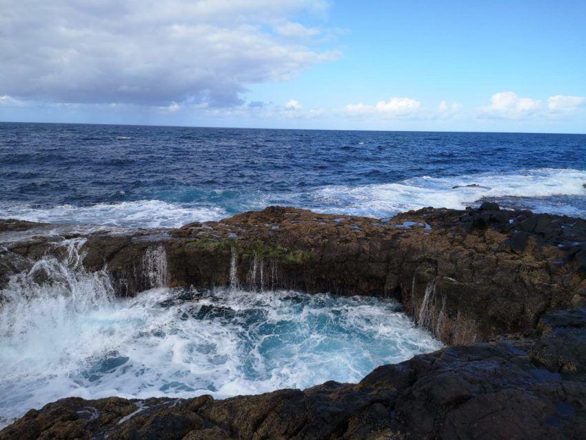 Ein Blasloch an der Küste Gran Canarias