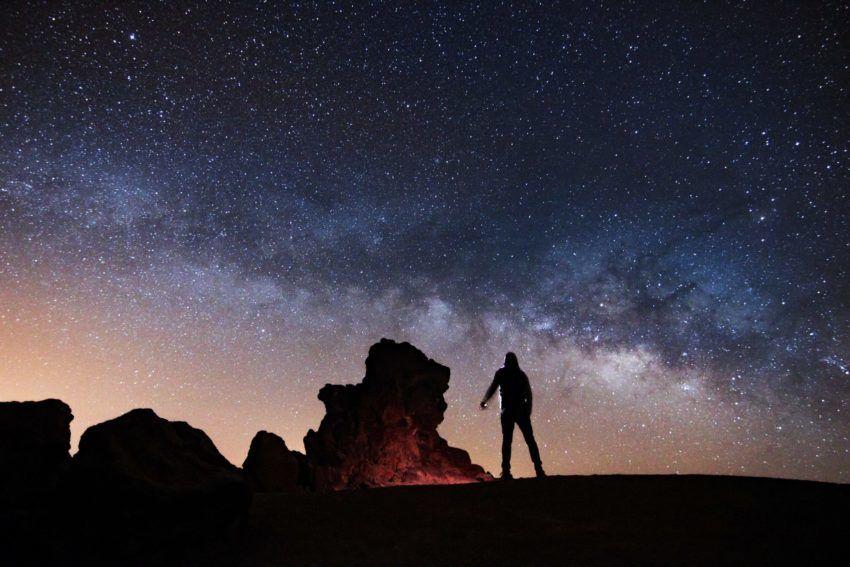 Sternenhimmel über der Vulkanlandschaft