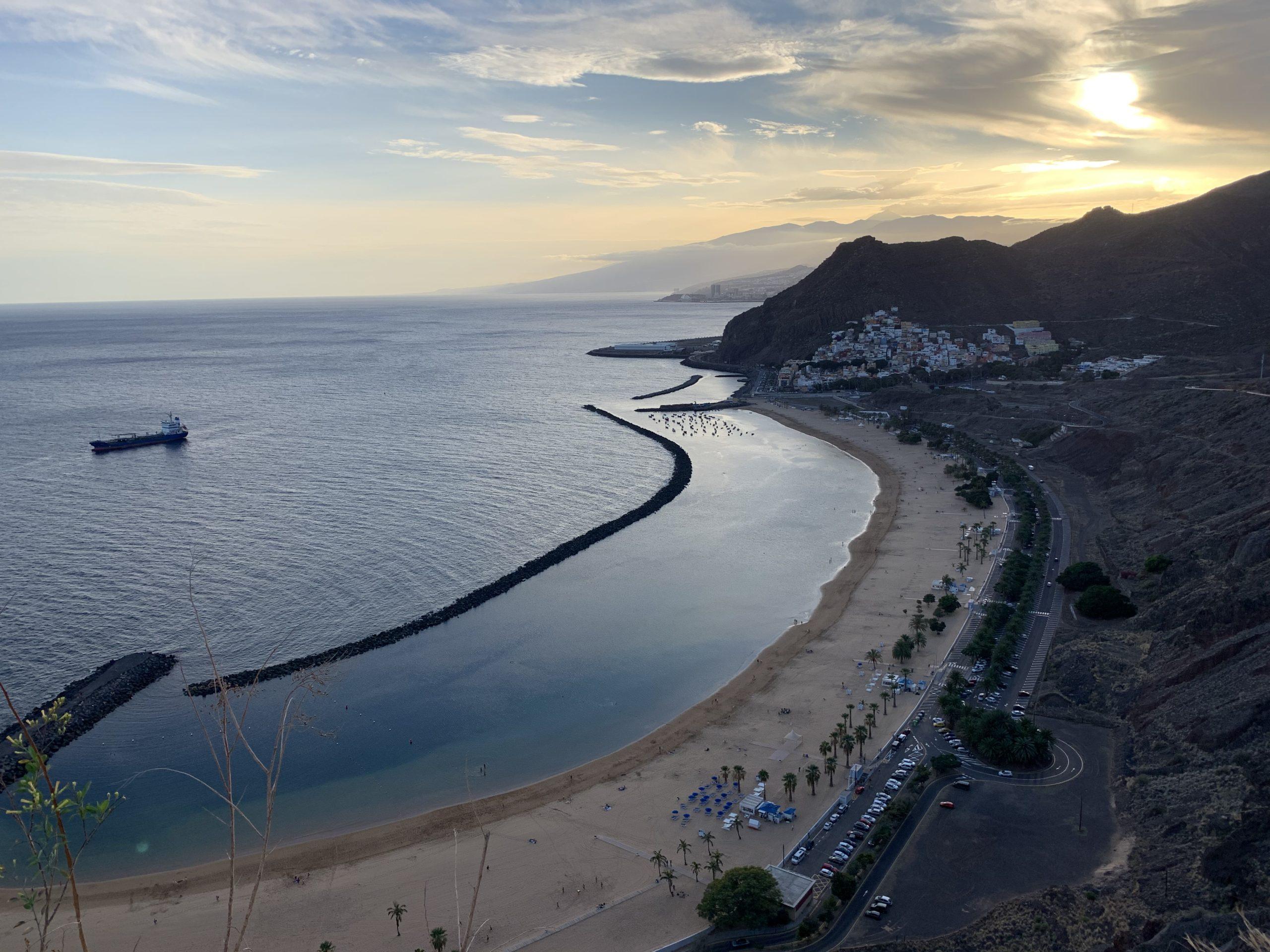 Strand Playa de Las Teresitas von oben