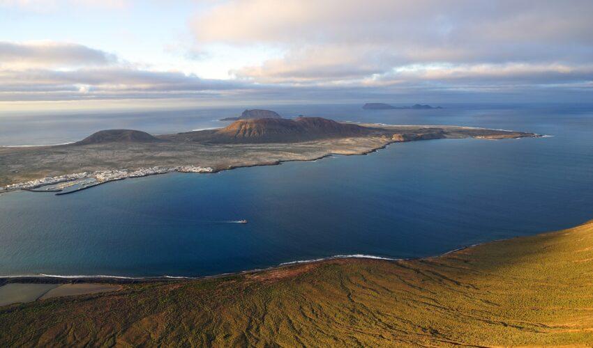 Die kleine Insel La Graciosa von der Ferne