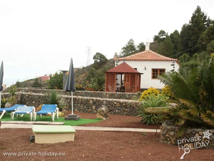 bungalow mit terrasse auf einer finca mit pool in icod. Black Bedroom Furniture Sets. Home Design Ideas