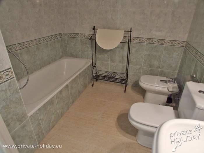 ferienwohnung mit pool und zwei terrassen in adeje. Black Bedroom Furniture Sets. Home Design Ideas