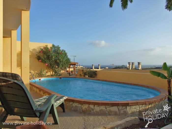 Ferienhaus mit traumblick terrasse und privatpool for Ferienhaus mit privatpool