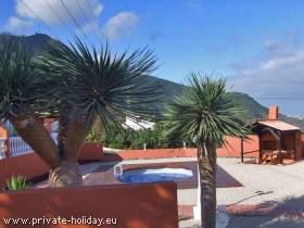 Ferienwohnung mit Pool, schöner Terrasse, Grill und Meerblick