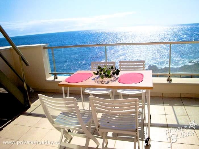 fewo am meer mit balkon dachterrasse und pool im s den. Black Bedroom Furniture Sets. Home Design Ideas