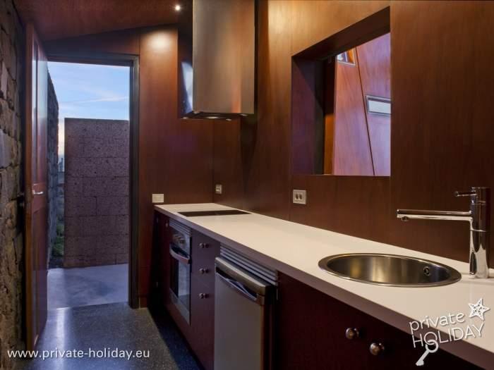 galerie und objektlage haus mit gro er glasfront. Black Bedroom Furniture Sets. Home Design Ideas