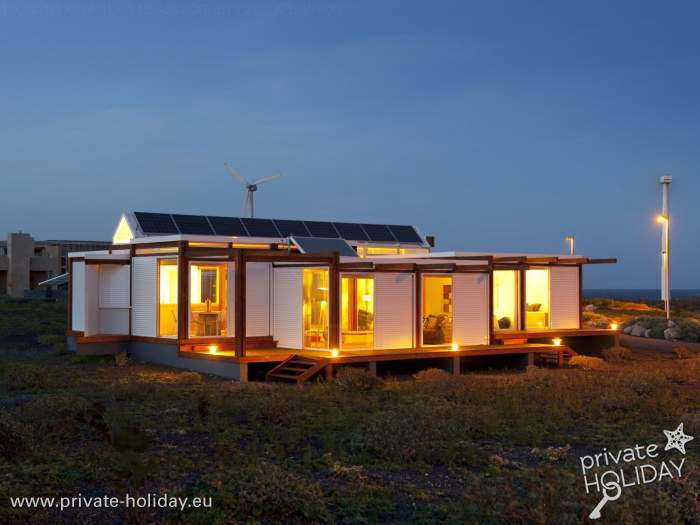 haus mit terrasse und meerblick im bioklimatischen dorf. Black Bedroom Furniture Sets. Home Design Ideas