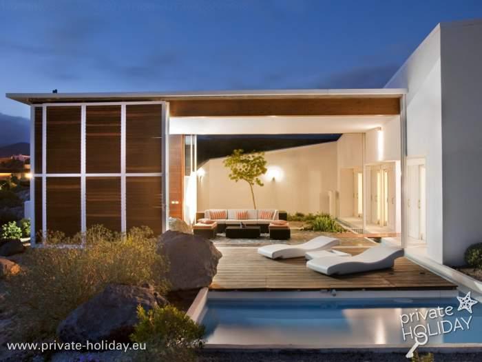 haus im ko dorf mit fluss im wohnzimmer und meerblick. Black Bedroom Furniture Sets. Home Design Ideas