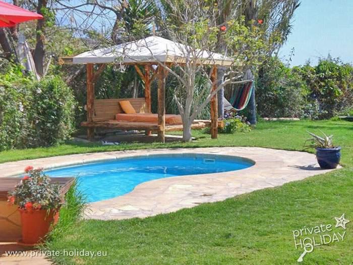Ferienhaus mit pool und meerblick auf einer bio finca for Garten pool nrw