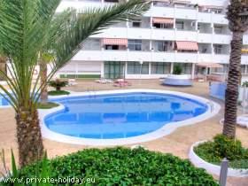 Apartment mit zwei Balkonen und Meerblick in Strandnähe