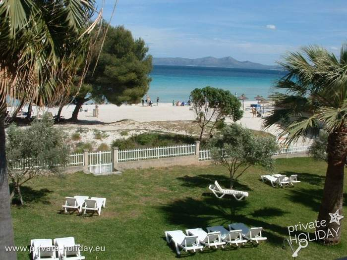 ferienwohnung in alcudia mit terrasse direkt am strand. Black Bedroom Furniture Sets. Home Design Ideas