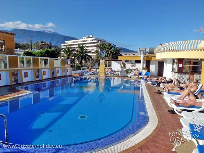 ferienstudio mit balkon und pool in puerto de la cruz. Black Bedroom Furniture Sets. Home Design Ideas