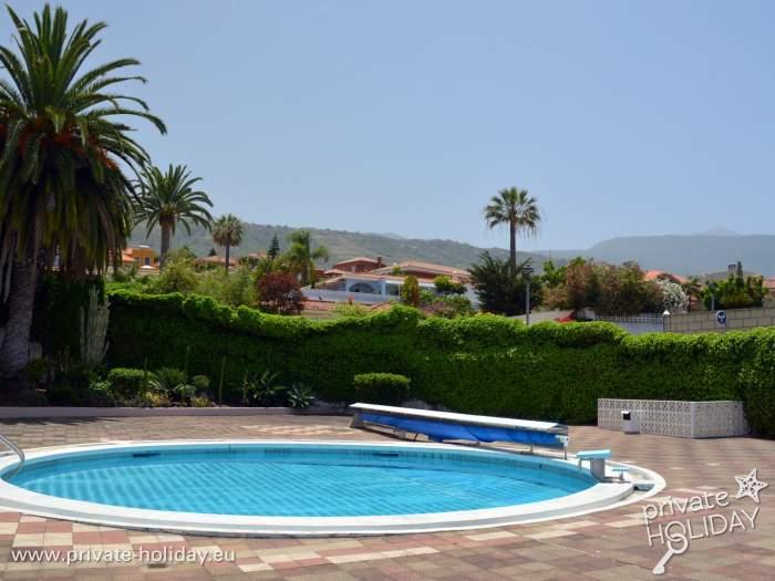 Ferienhaus mit terrasse und kleinem garten in orotavatal for Garten pool nrw