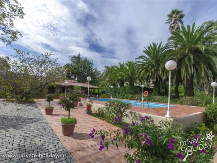 Ferienhaus mit garten pool und grill bei firgas for Garten pool nrw