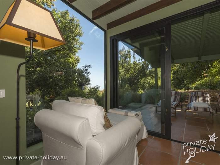Außenküche Mit Kindern : Ferienhaus mit außenküche grill terrassen und liegestühlen