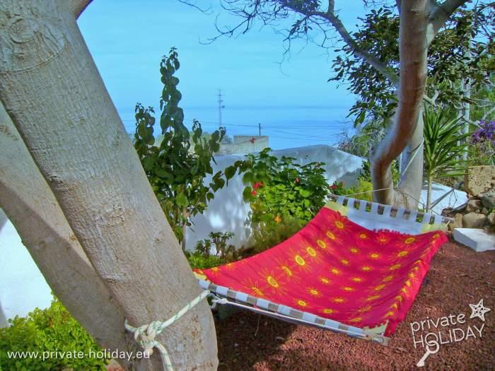 ferienhaus mit zwei terrassen und garten nah am strand. Black Bedroom Furniture Sets. Home Design Ideas