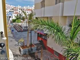 Zentrales Ferienapartment mit Balkon mitten in Los Cristianos