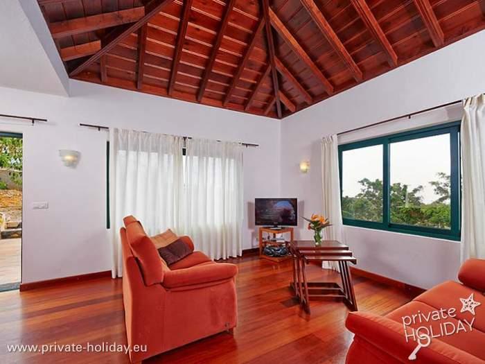 ruhig gelegenes bungalow mit privatpool und meerblick. Black Bedroom Furniture Sets. Home Design Ideas