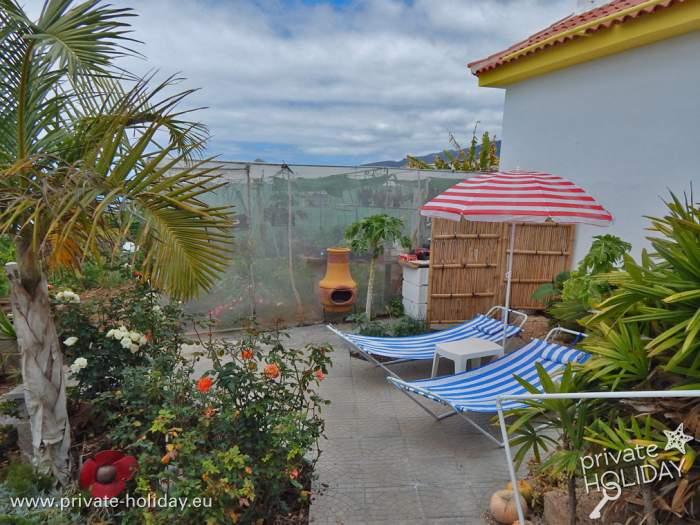 ferienhaus mit pool terrasse meerblick und garten. Black Bedroom Furniture Sets. Home Design Ideas