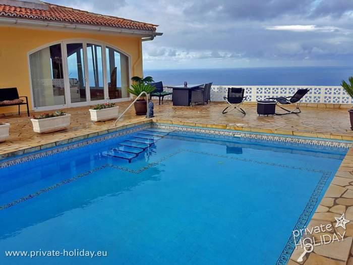ferienwohnung mit gro er terrasse meerblick und pool. Black Bedroom Furniture Sets. Home Design Ideas