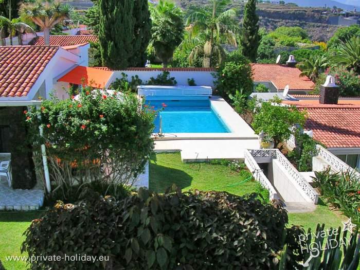 bungalow mit pool und terrassen am meer in la victoria. Black Bedroom Furniture Sets. Home Design Ideas