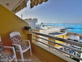 Ferienwohnung mit möblierten Balkon und Meerblick im Süden