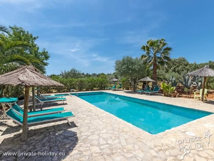 Fewo auf einer qm finca mit pool und tollem garten for Garten pool nrw