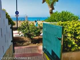 Strandhaus mit Terrasse direkt am Sandstrand in Los Cristianos