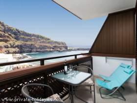Modernes Studio am Strand mit möblierten Balkon und Meerblick